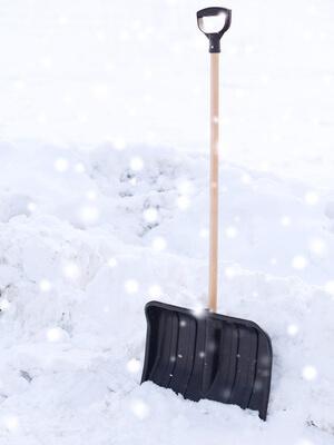 manual snow shovel