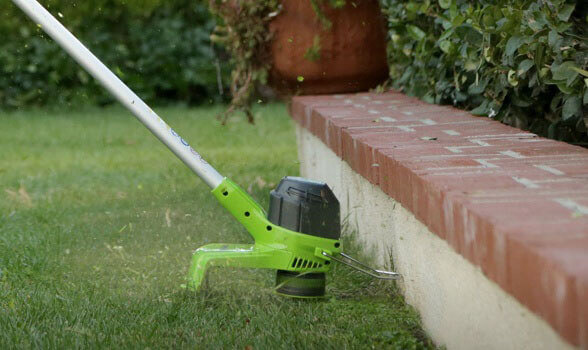 Greenworks 2101602 - great trimmer for small yard