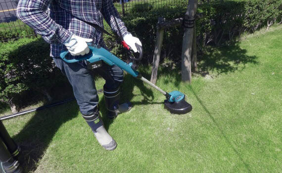 Makita XRU02Z - most reliable cordless grass trimmer