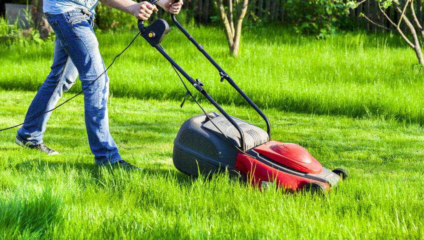 best cheap lawn mowers under 200 dollars