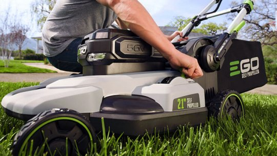 battery-powered self-propelled lawn mower